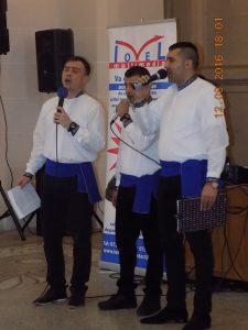 Ionel, alături de alți deținuți ai Penitenciarului Ploiești, la un spectacol umanitar