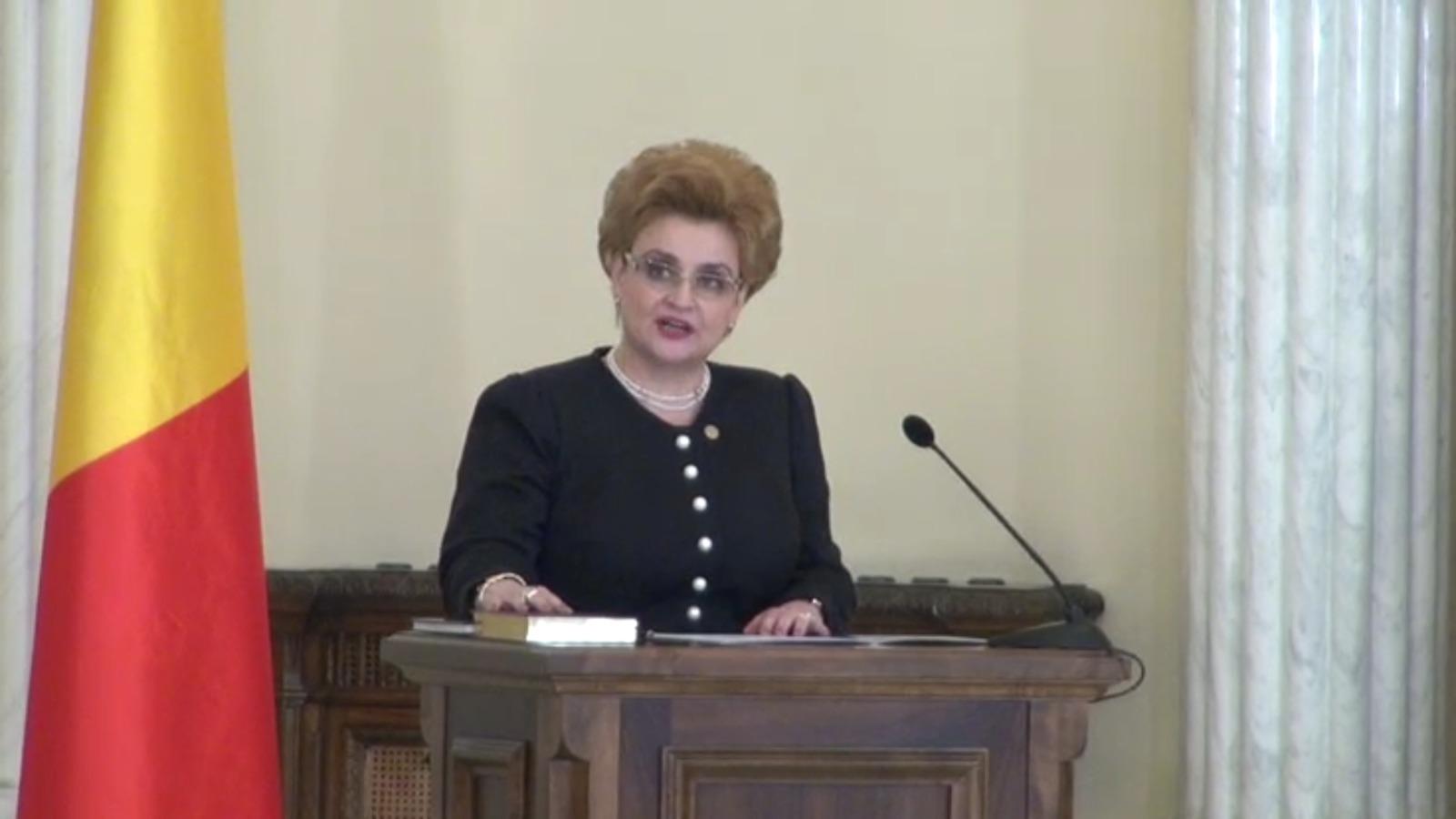 Grațiela Gavrilescu în timpul depunerii jurământului. Sursă foto: privesc.eu